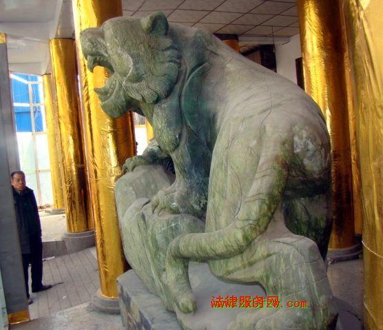 中国最大的天然玉石虎