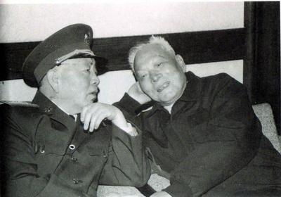刘华清将军拉着马尾巴长征的故事